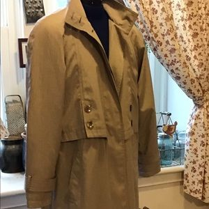 Trench Coat lined.    AB2.            Sz 2